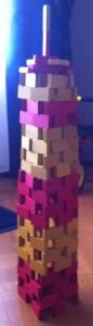 tour de dominos construite par l'un de mes petits-fils : ne pas toucher !