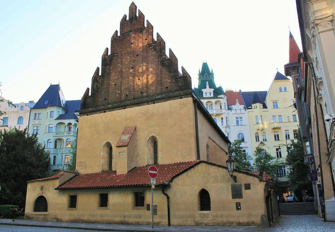 La Alt-Neu Shul de Prague. C'est ici et sur le site du vieux cimetière attenant que se produisit le pogrom.