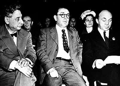 Plus de 47 000 New-Yorkais se rassemblèrent au Polo Grounds en 1943 pour soutenir l'effort de guerre soviétique contre l'Allemagne nazie. Solomon Mikhoels et Itsik Feffer - ainsi que le maire de New York Fiorello LaGuardia, le romancier yiddish Sholem Asch et le rabbin Stephen Wise du Congrès juif mondial prirent la parole. Eddie Cantor, la star de l'harmonica Larry Adler et Paul Robeson furent parmi les interprètes culturels. Mikhoels et Fefer, premiers représentants de la communauté juive soviétique autorisés à voyager et à se mêler aux communautés juives en dehors de l'URSS, furent chaleureusement accueillis à par des personnalités comme Albert Einstein, Charlie Chaplin et Marc Chagall.
